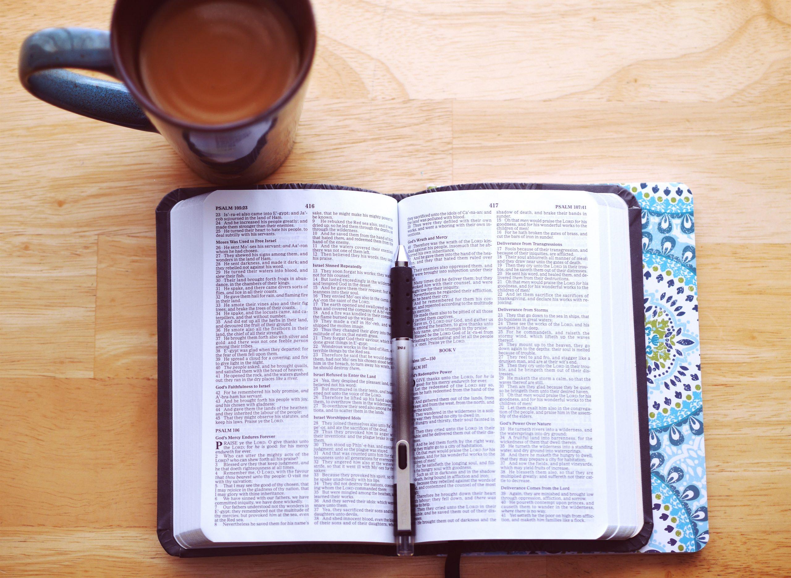 Bible et café